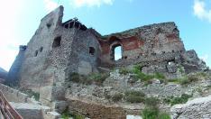 A várfalak közt