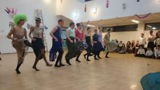 Kán-kán tánc a tizedikes fiúk előadásában
