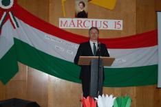 Dr. Grezsa István ünnepi beszédet mond a rahói Járási Hivatalban