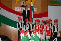 A Rahói Magyar Iskolások ünnepi műsora; Titor Zoltán - Petőfi Sándor Nemzeti dalát szavalta el