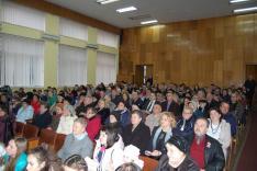 Ünneplő közösség a Rahói Járási Hivatal nagytermében
