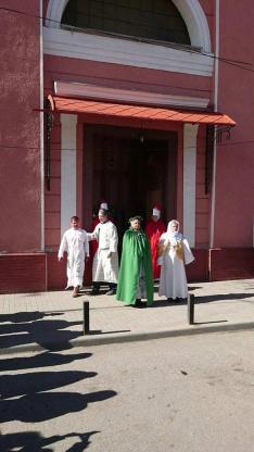 Keresztút Rahón - a templom előtt