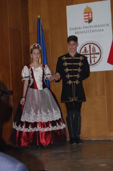A Máramarosszigetről érkezett Sziget tánccsoport két tagja
