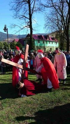Jézus harmadszorra is elesik
