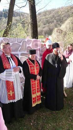 Mikulyák László rahói esperes plébános, valamint Vaszil Nosza görög katolikus pap és Vaszil Lipej pravoszláv pap mondtak imát a békéért