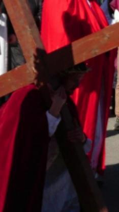 Jézus  először esik el