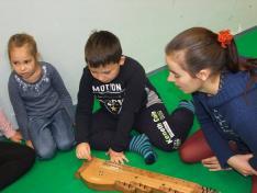 A gyerekek kipróbálhatták a hangszereket
