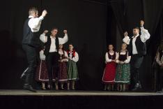A Csernakeresztúri Hagyományőrző Egyesület tánccsoportja