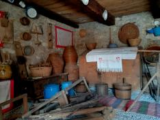 Az istállóból kialakított néprajzi szoba részlete