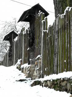 Faragott alakos kerítés