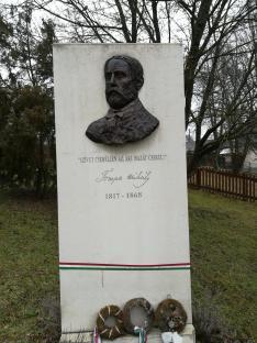 Tompa Mihály Emlékoszlop, dr. Kövér József szobrászművész munkája