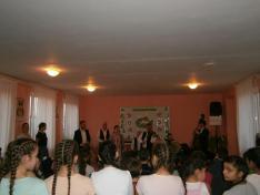 Énektanítás a Csipkés együttes vezetésével