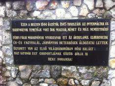 Emléktábla a Szolyvai Emlékparkban
