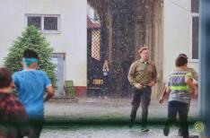 Futás a záporban