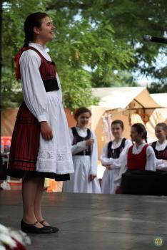 Popovics Emese (Munkács) énekel