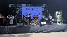 Az ungvári Csüllő együttes nagydobronyi táncokat táncolt. A Csipkés zenekar kísérte őket.