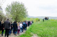 Apácai kakaslövés - A falu népe kíséri a kakaslövőket II.