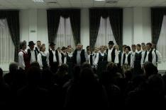A közös éneklésbe a helyiek is beszálltak a közönség soraiban