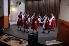 Műsorunk előtt a bethlenszentmiklósi csoport alapozta meg a hangulatot, felcsíki táncokkal