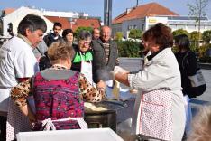 Lángost sütnek a Vukovári Magyarok Egyesületének tagjai