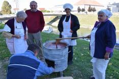 Az eszéki cseh közösség szilvalekvárt főzött
