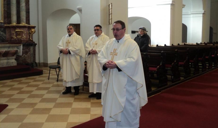 Az ausztriai magyar és magyarul beszélő katolikus papok szokásos évi találkozójuk második napján Szombathelyen a Szent Márton-templomban mutattak be szentmisét Veres András püspökkel együtt