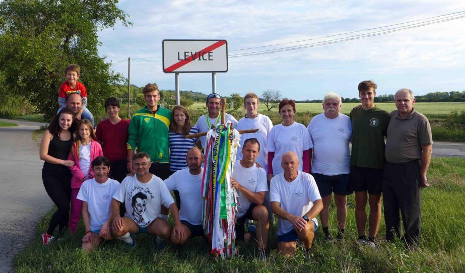 Léva határában a futók és pár lelkes diák és tanár
