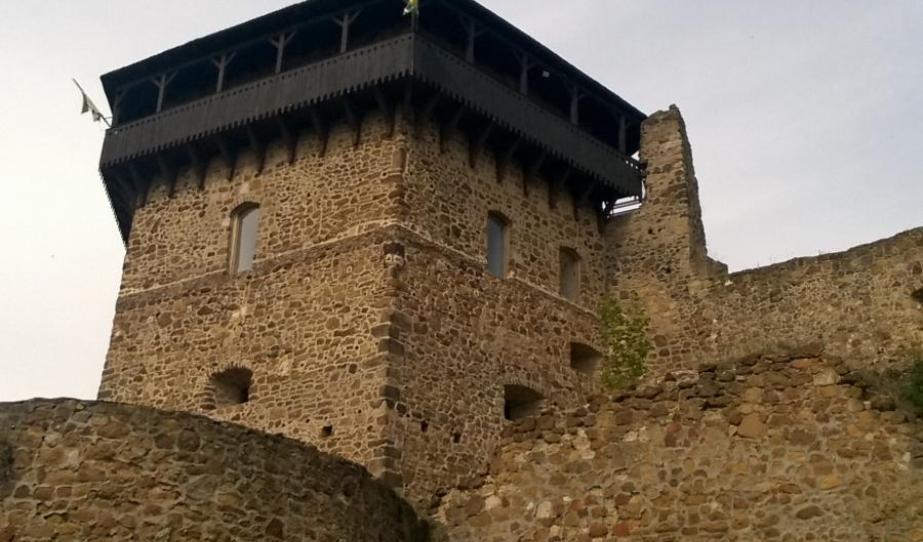 Várrészlet a várkertből szemlélve