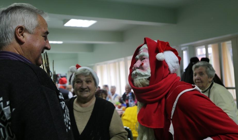Mikulásjárás a Medgyesi Magyar Nyugdíjasklubban