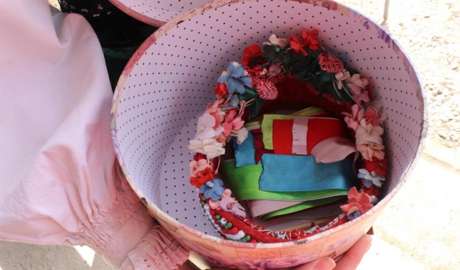 A híres lapádi párta -  a konfirmált lányok ikonikus jelképe