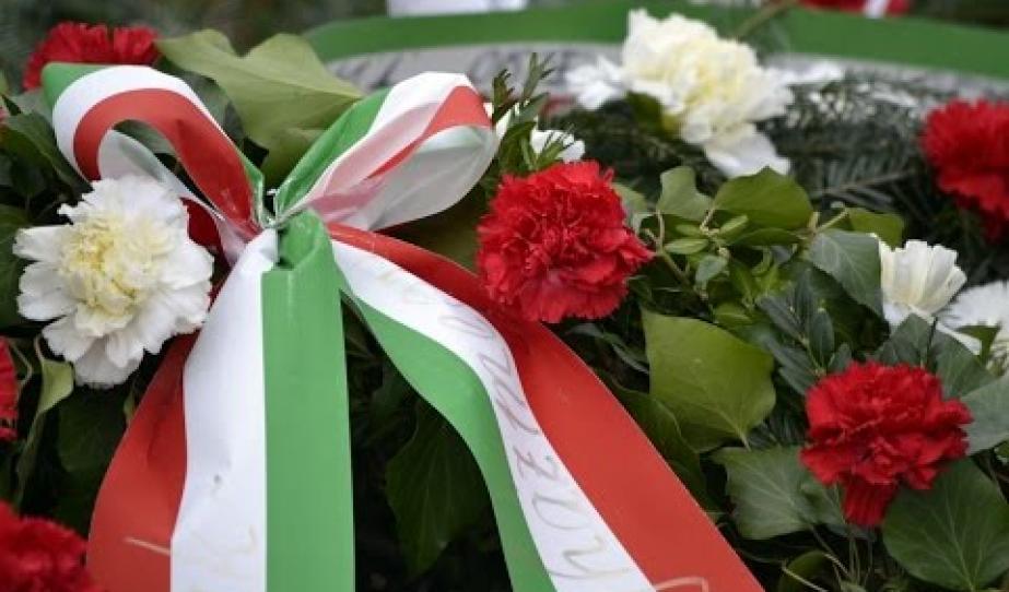 Piros szív, fehér hó, zöld levél
