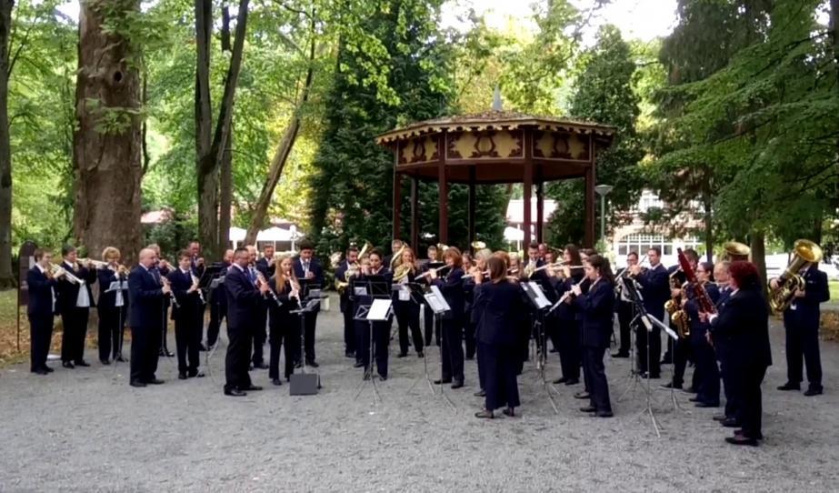 A Pécsi Vasutas Koncertfúvós Zenekar fellépése Daruváron
