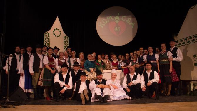 A gálaesten szereplő táncosok