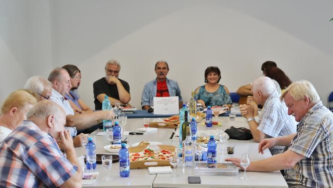 Vár Ucca Műhely és szél-járás szerkesztők és szerzők egy asztalnál