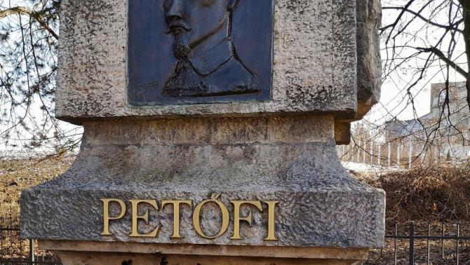 Az ispánkúti Petőfi-emlékmű