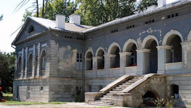 A marosnémeti Gyulay-kastély keleti homlokzatának részlete