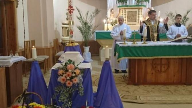 Mikulyák László rahói esperes végezte a  temetési szertartást