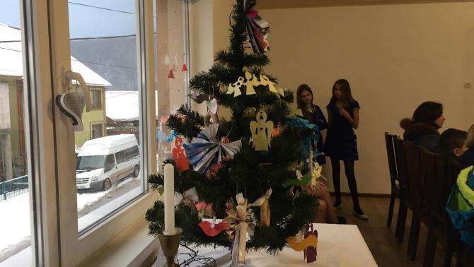 A Boksay József Kézműves Kör készítette a karácsonyfa díszeit