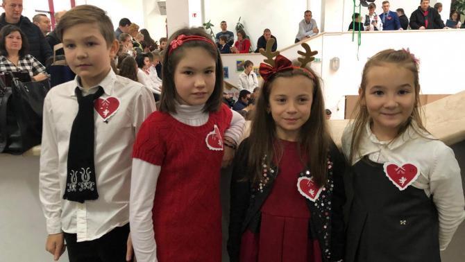 A lupényi kisdiákok idén is részt vettek a Déván megrendezett adventi versmondó versenyen.