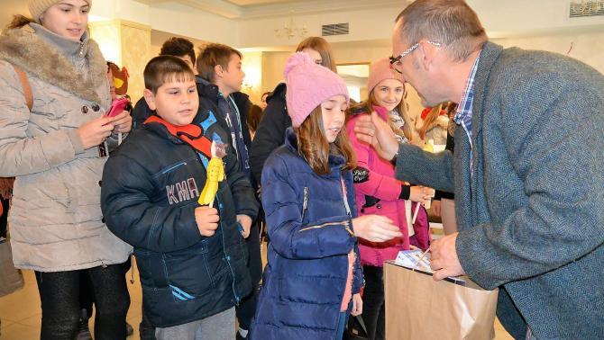 A gyerekek ajándékot is kaptak a program végén