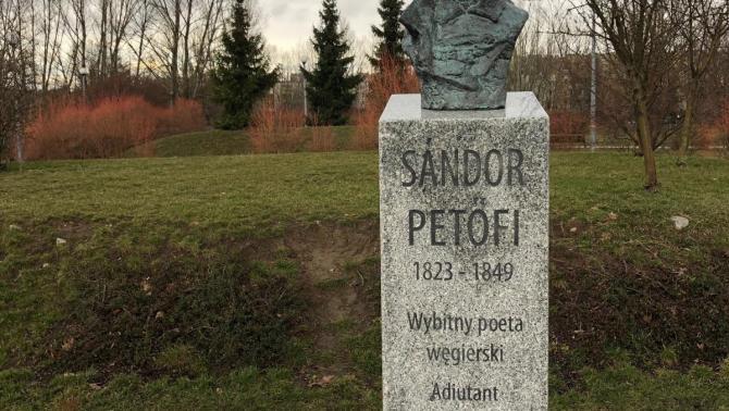 Petőfi Sándor szobra