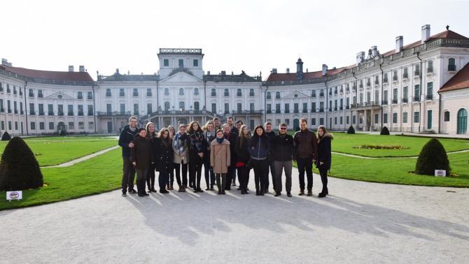 Csoportkép az Eszterházy kastély előtt