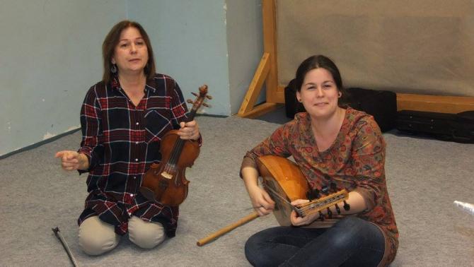 Gróh Ilona, a Ringató Program vezetője és kitalálója, valamint lánya, Gáll Viktória Emese