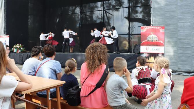 A Borostyán táncegyüttes felcsíki koreográfiája (Munkács) és a közönség